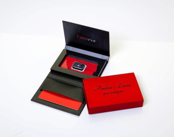 Lovecut confezione regalo rossonera con dedica diamante a cuore - Foto prodotto